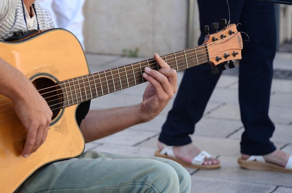¿Quién inventó la guitarra? Moderna y Eléctrica | Enciclopedia 4